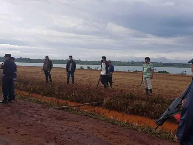 Sin tierras pero con lancha, supuestos campesinos invaden a su antojo terrenos privados